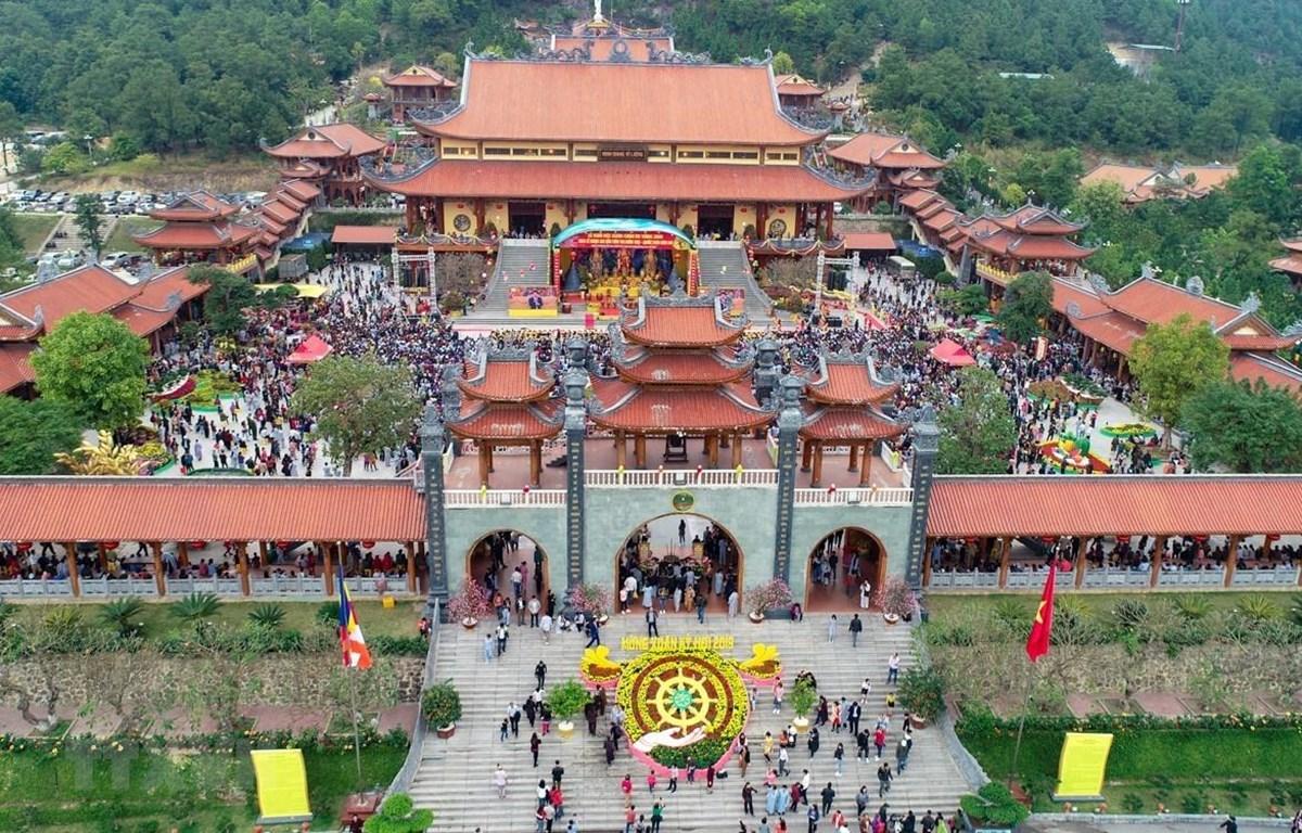Chùa Ba Vàng (TP Uông Bí, Quảng Ninh)