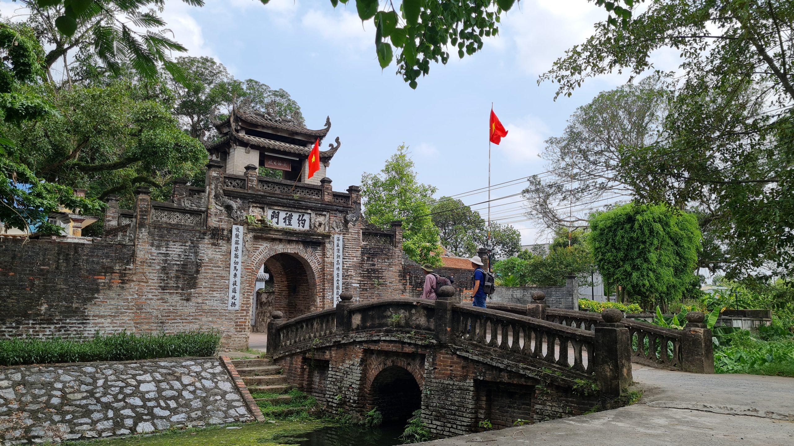 Cổng làng – Đình làng Ước Lễ (Thanh Oai, Hà Nội)