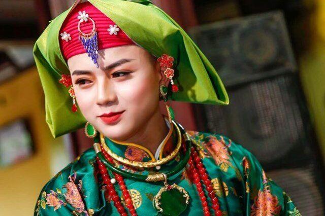 Thanh đồng Hoàng Quốc Việt hầu giá Chầu Đệ Nhị. Nguồn: Căn.