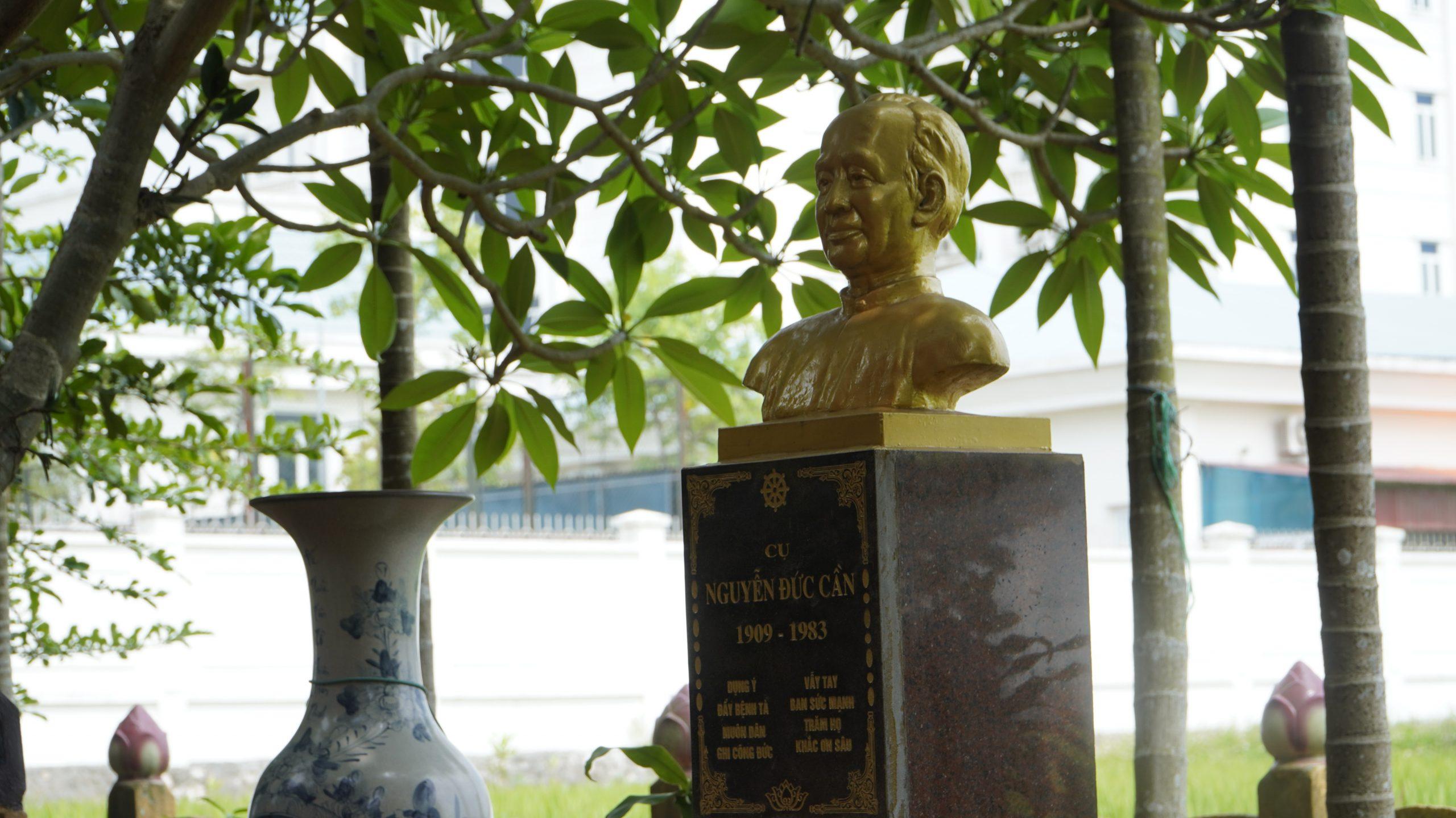 Lăng mộ Cụ Trưởng Cần (Thanh Oai, Hà Nội)