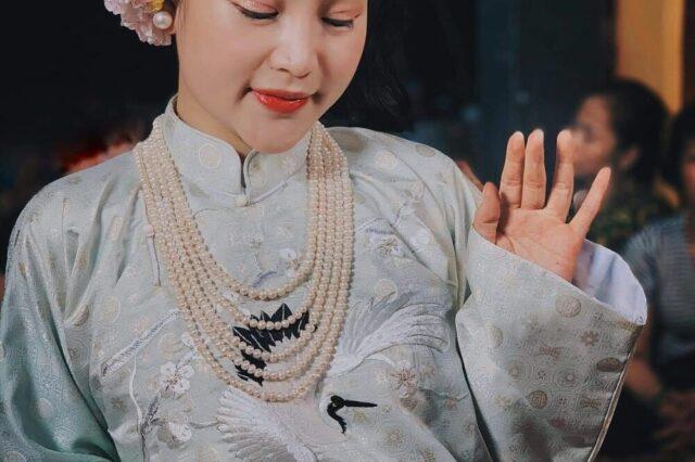 Hầu giá Cô Bơ. Nguồn: Diễn Đàn Hát Văn Việt Nam