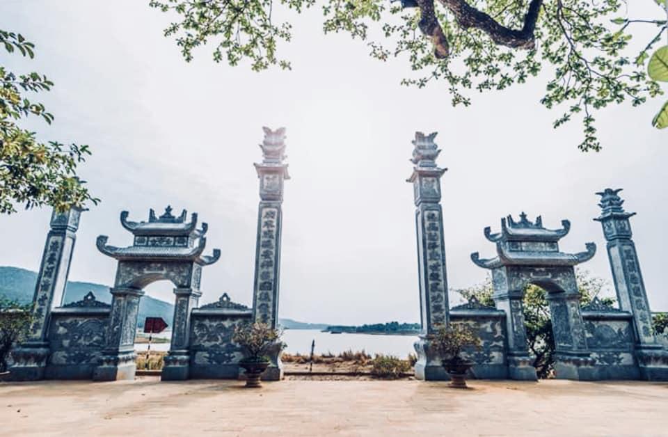 Đền Cô Bơ Bông (Hà Trung, Thanh Hóa)