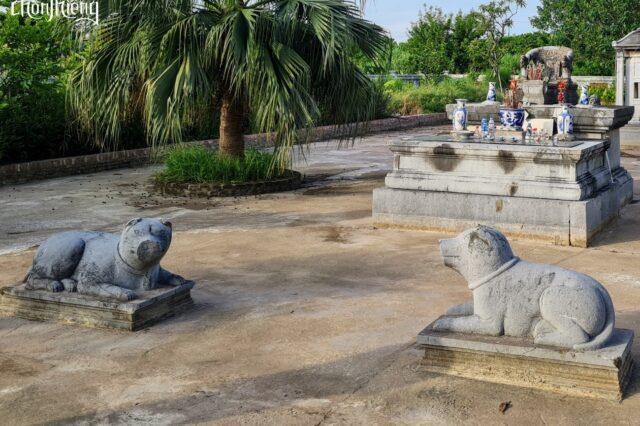 Lăng đá Quận Vân (4)