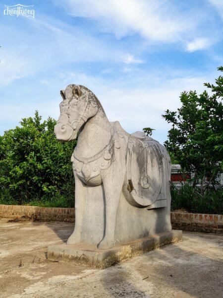 Lăng đá Quận Vân (5)