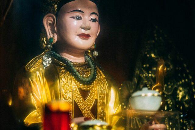 Tượng Mẫu Phong Mục (tức Mẫu Thoải thờ tại đền Phong Mục, huyện Hậu Lộc, Thanh Hóa). NAG Quỳnh Nguyễn