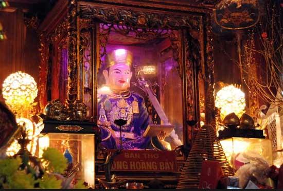 Ông Hoàng Bảy trong đền