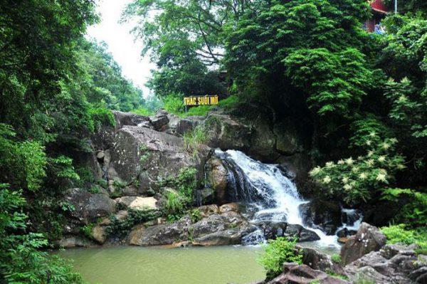 Đền Suối Mỡ (Lục Nam, Bắc Giang)