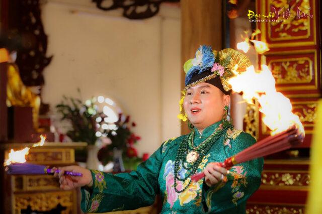 Hầu đồng Cô Tám Đồi Chè (Nguồn: Wikia Đạo Mẫu)
