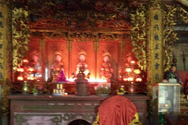 Ban thờ Quan Lớn Đệ Tam trong đền