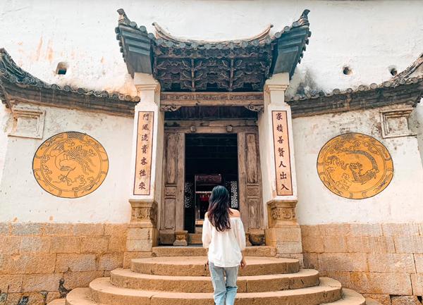 Đền Cậu Bé Cửa Đông (Quan Lạn, Quảng Ninh)
